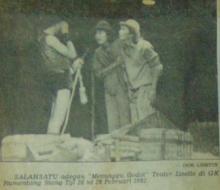 """Adegan """"Menunggu Godot"""" oleh Teater Lisette Bandung, Pebruari 1982"""